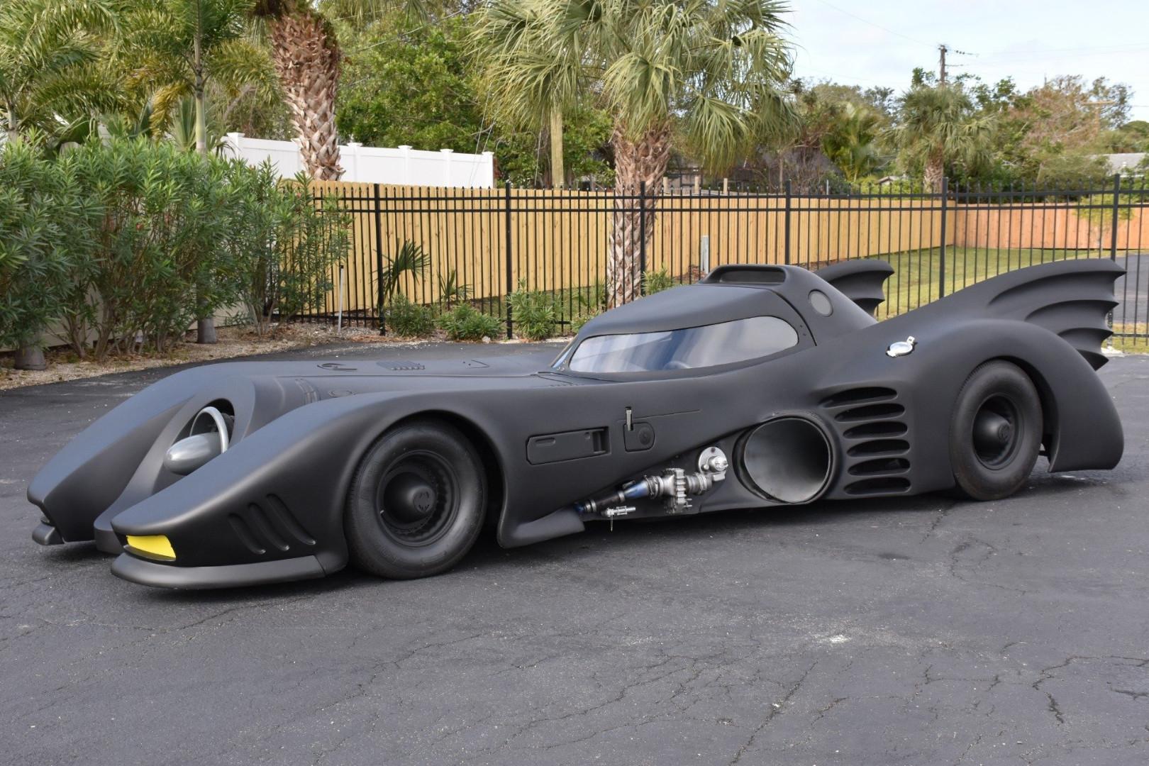 1989-z-movie-car-batmobile 2.jpg