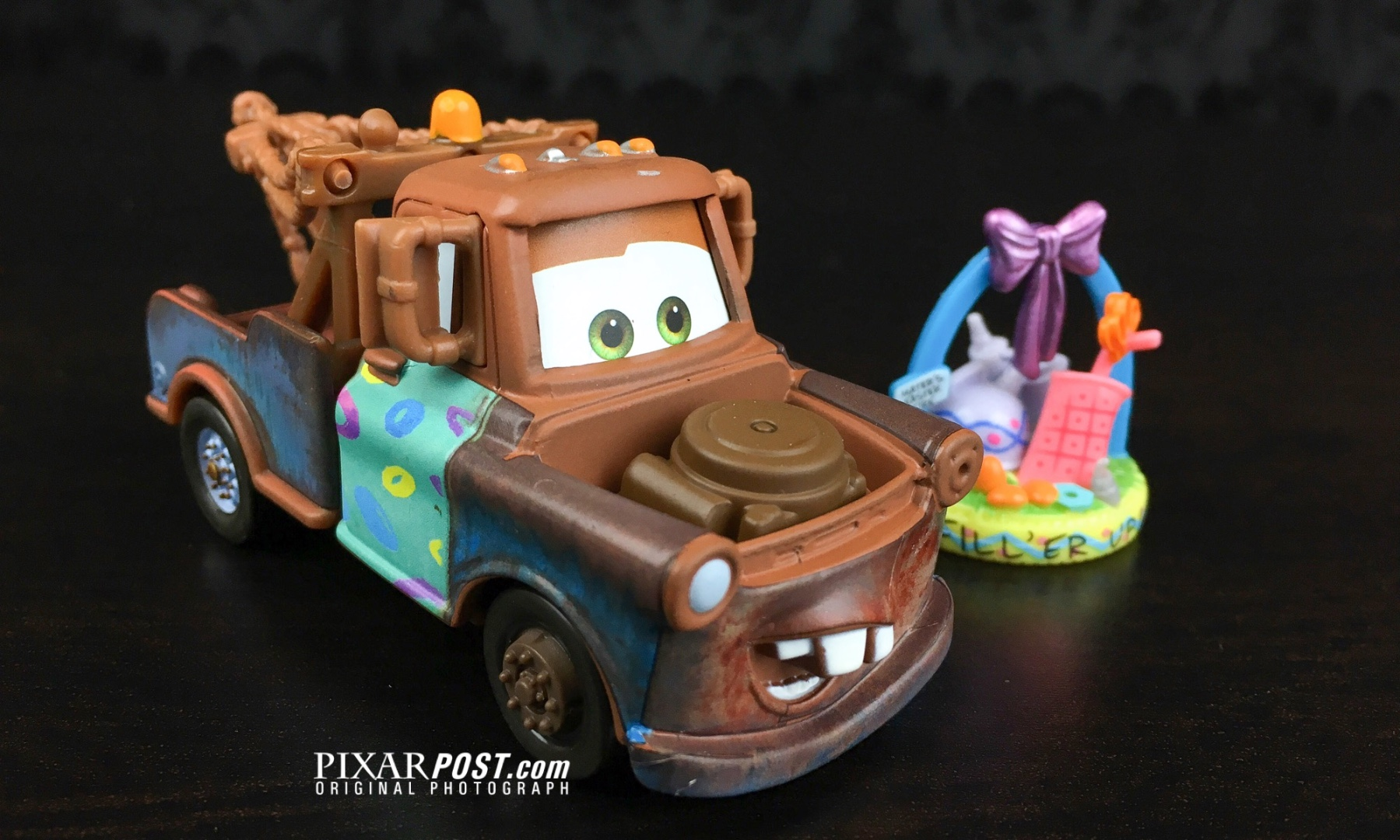 Mater and the Easter Bunny - Mater die cast_001.jpg