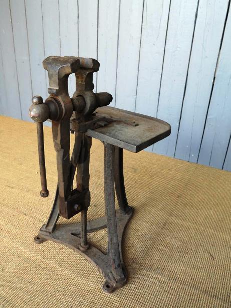 vice table r.jpg