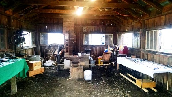 inside williams grove blacksmith smitty.png