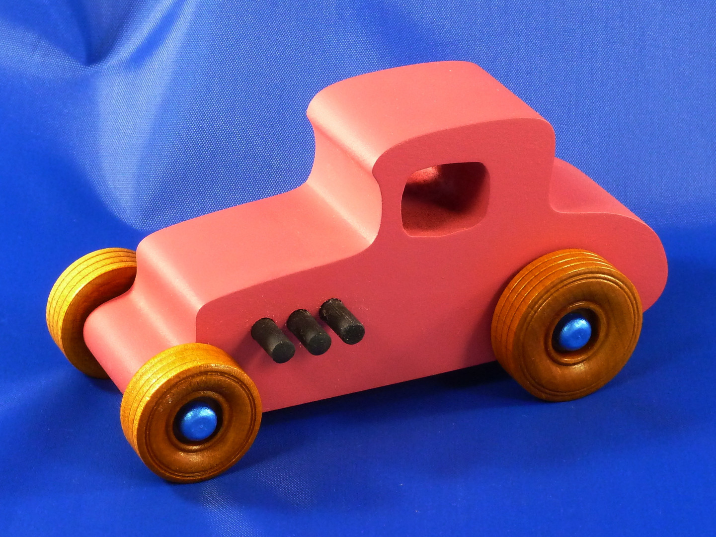 20161126-085958 - Wood Car - Hot Rod Freaky Ford - Hot Rod 27 T Coupe - MDF - Air Brushed Pink Acrlyic.jpg