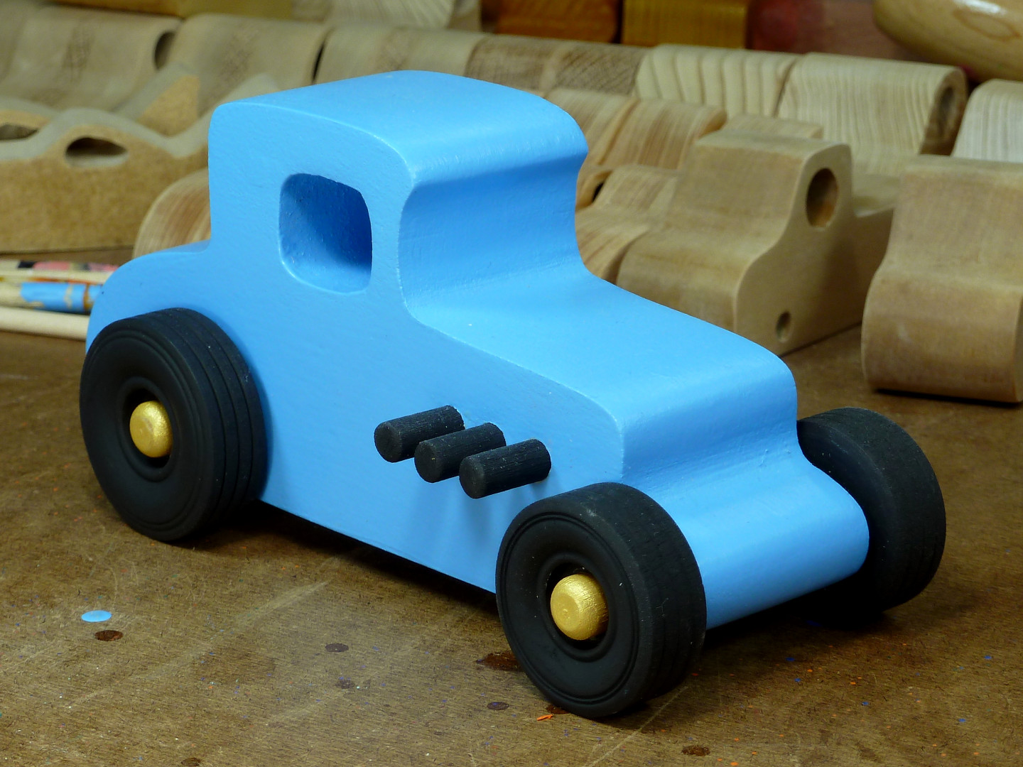 20170522-192556 Wooden Toy Car - Hot Rod Freaky Ford - 27 T Coupe - MDF - Blue - Black - Gold 02.jpg