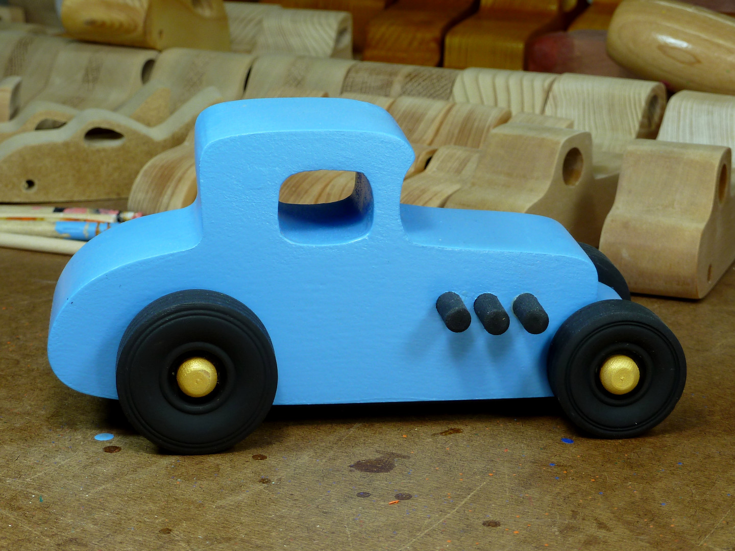 20170522-192626 Wooden Toy Car - Hot Rod Freaky Ford - 27 T Coupe - MDF - Blue - Black - Gold 03.jpg