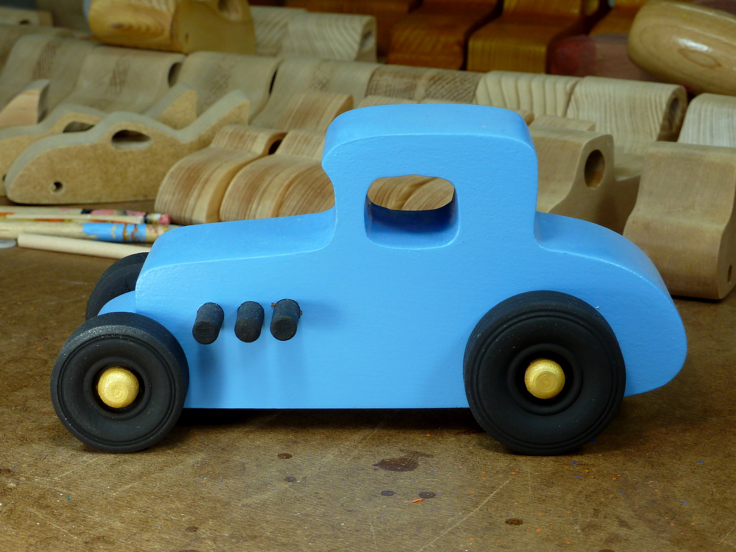 20170522-192708 Wooden Toy Car - Hot Rod Freaky Ford - 27 T Coupe - MDF - Blue - Black - Gold 04.jpg