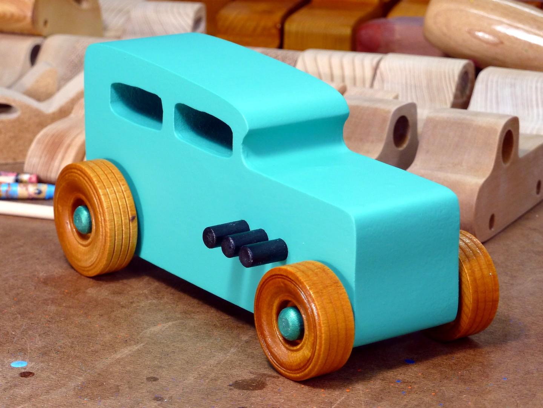 20170522-142012 Wooden Toy Car - Hot Rod Freaky Ford - 32 Sedan - MDF - Green - Amber Shellac.jpg