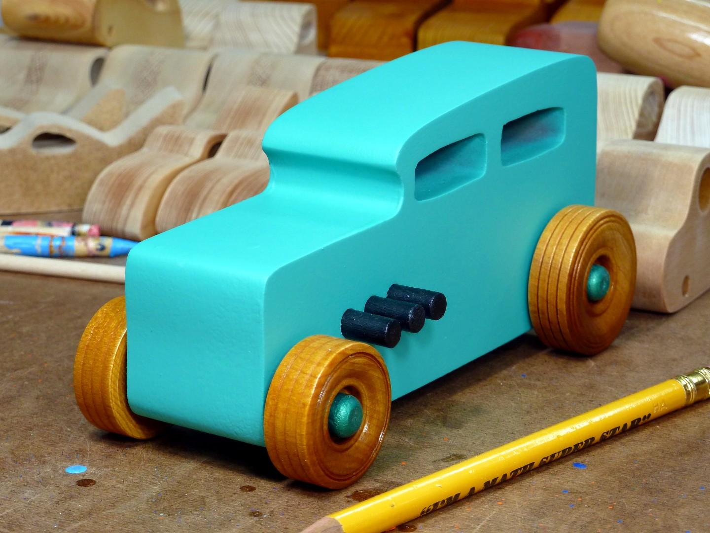 20170522-142105 Wooden Toy Car - Hot Rod Freaky Ford - 32 Sedan - MDF - Green - Amber Shellac.jpg