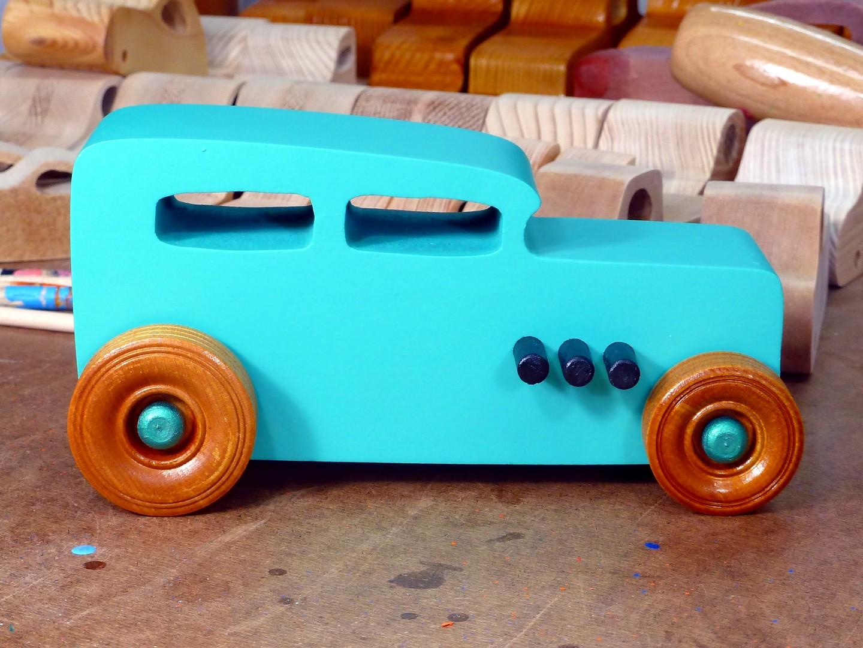 20170522-142341 Wooden Toy Car - Hot Rod Freaky Ford - 32 Sedan - MDF - Green - Amber Shellac.jpg