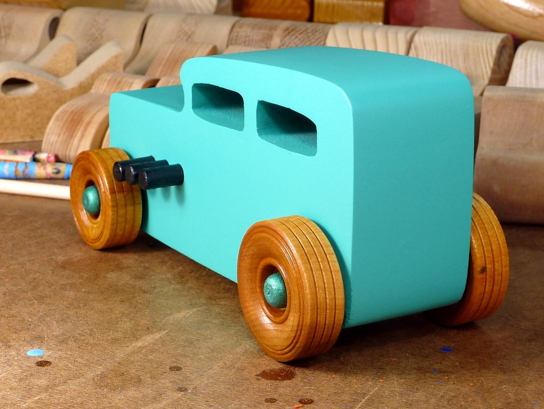20170522-142604 Wooden Toy Car - Hot Rod Freaky Ford - 32 Sedan - MDF - Green - Amber Shellac.jpg