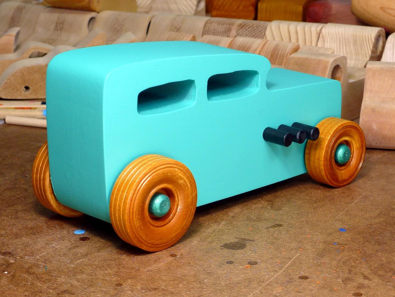 20170522-142653 Wooden Toy Car - Hot Rod Freaky Ford - 32 Sedan - MDF - Green - Amber Shellac.jpg