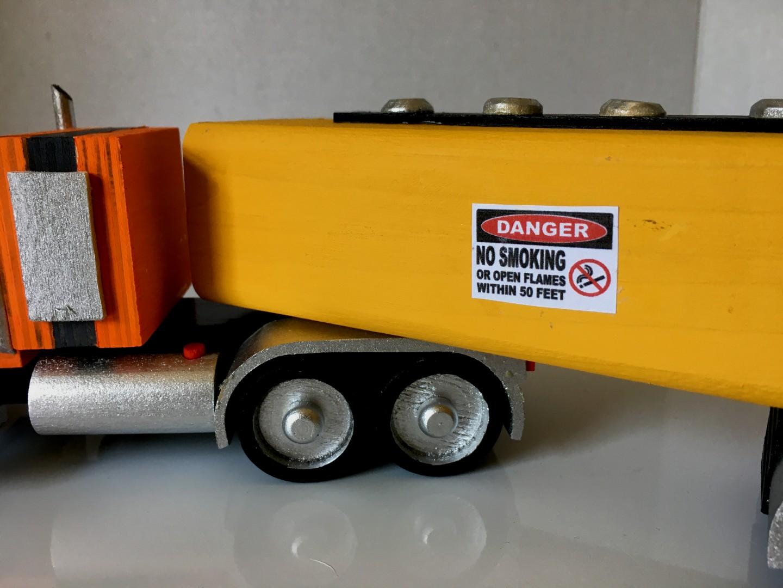 Peterbilt389 Tractor & Tanker Trailer2.jpg