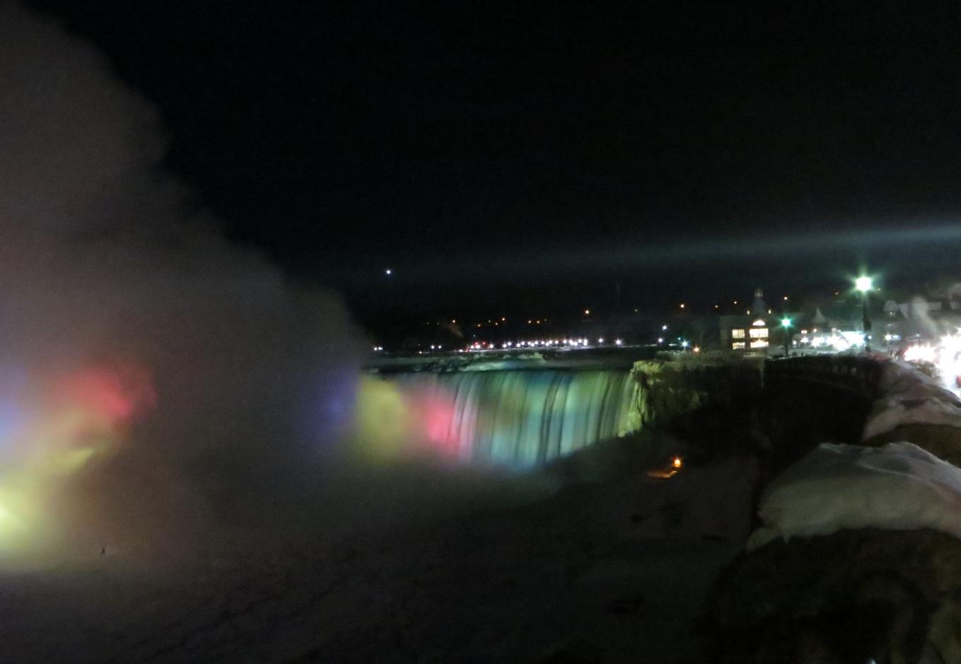 Niagara-CdnFallsatNight-1.jpg