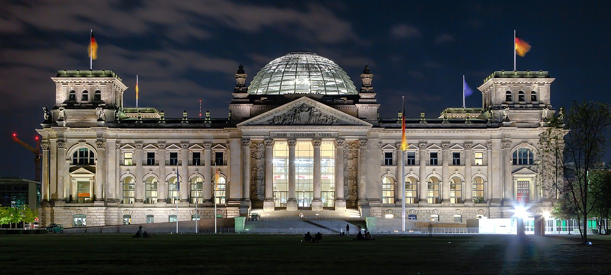1220px-Berlin_-_Reichstag_building_at_night_-_2013.jpg