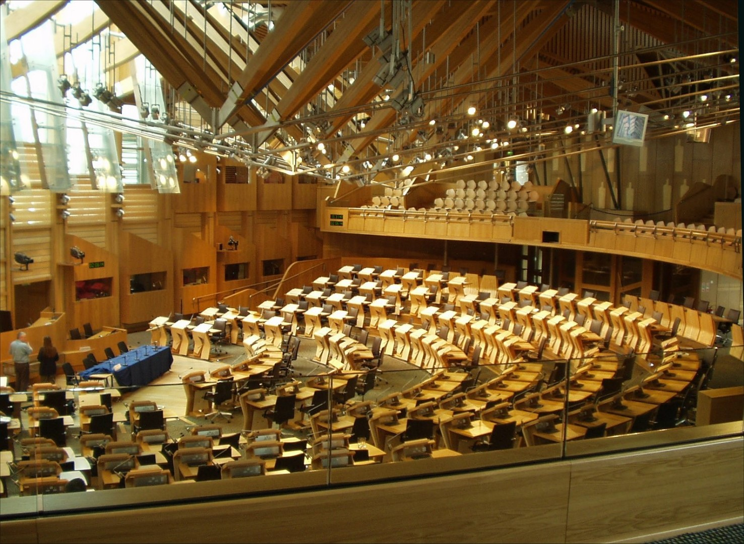 Debating_chamber_Scottish_Parliament_31-05-2006.jpg
