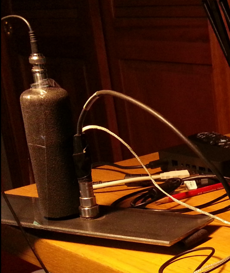 Microphone-Sound-Tube and accelerometer on steel plate.png