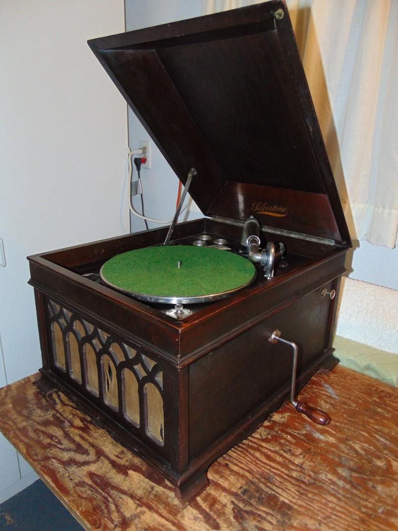 2. Silvertone phonograph oblique.jpg