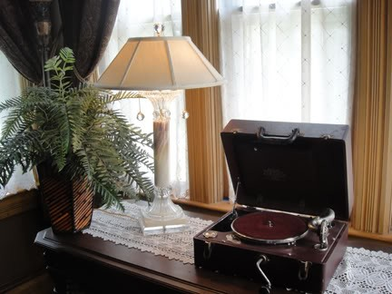 Pal phonograph 1929.jpg