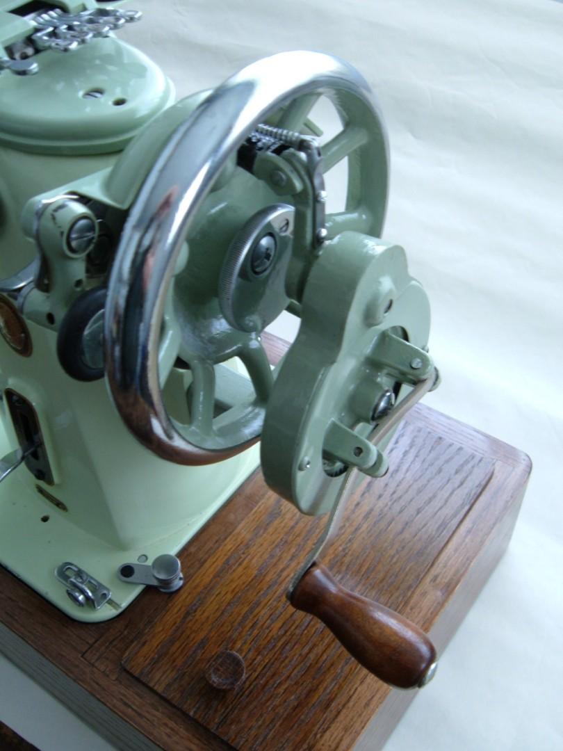 Singer 319w hand crank assembly.jpg