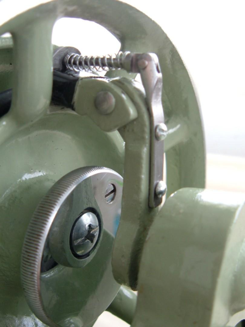 Singer 319w hand crank finger tensioner.jpg