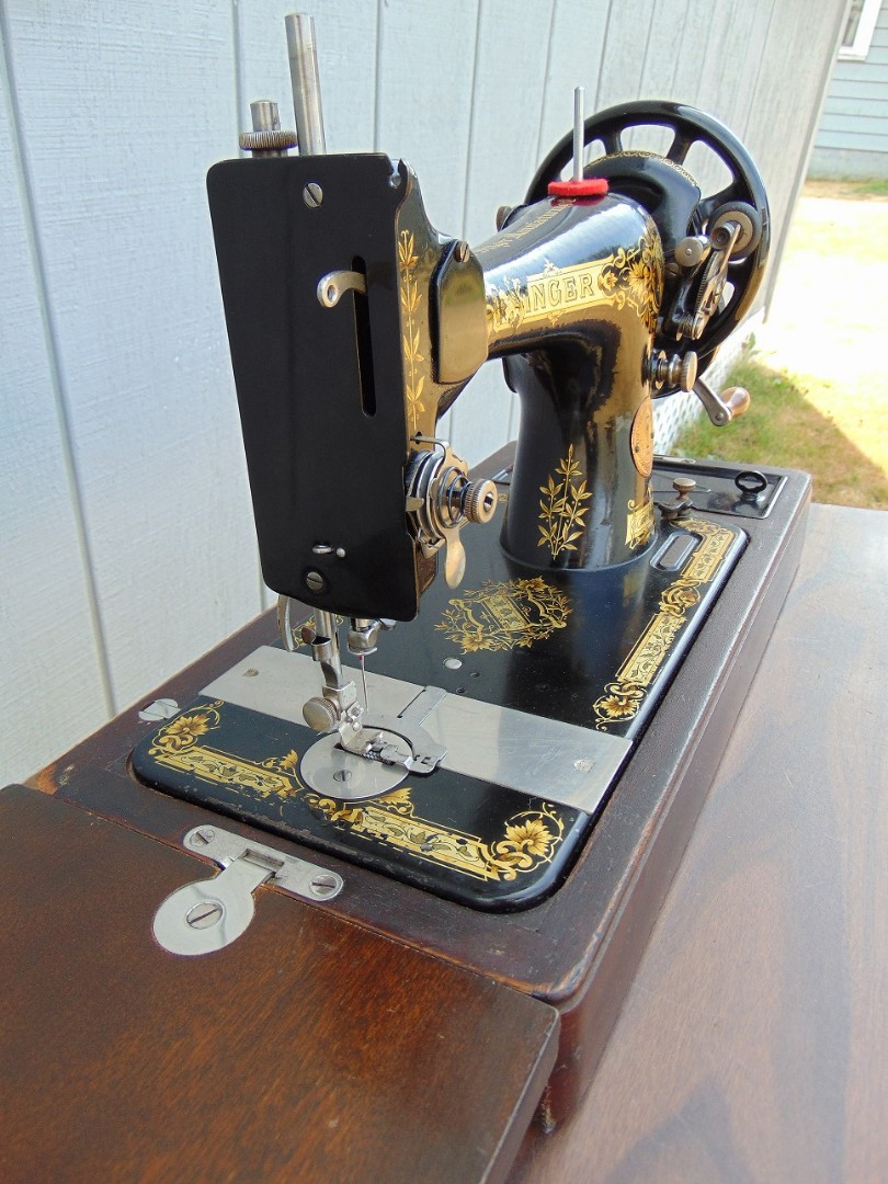 6. Singer 128K plain, black painted face and take up lever cover.jpg