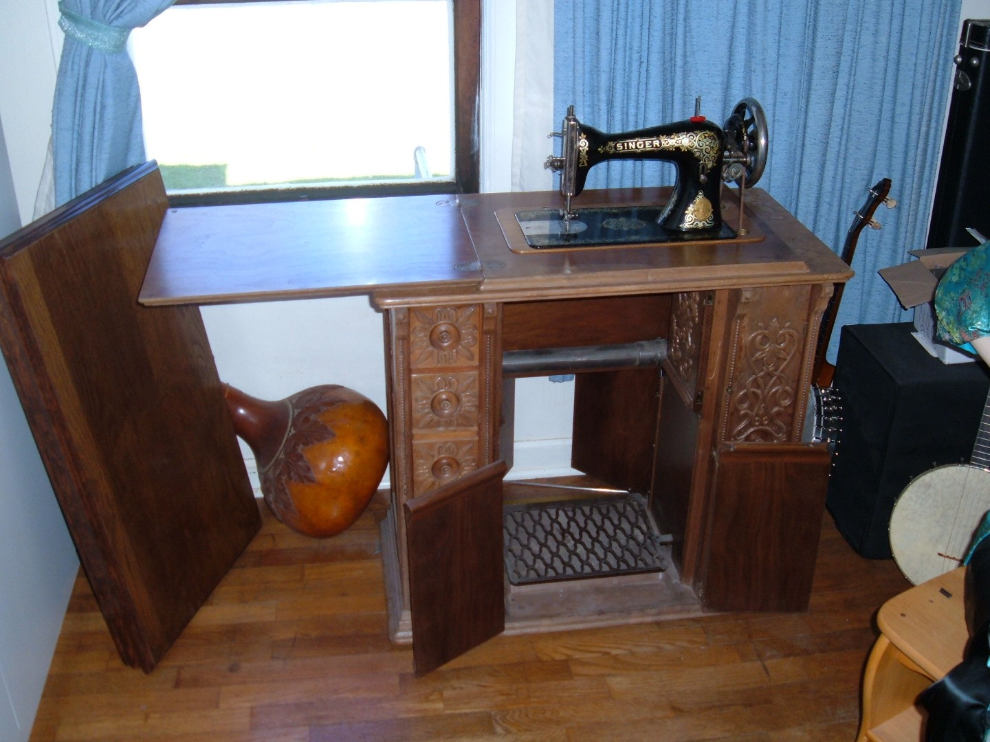 Singer Style 32 cabinet with home made desk top cover 2.jpg