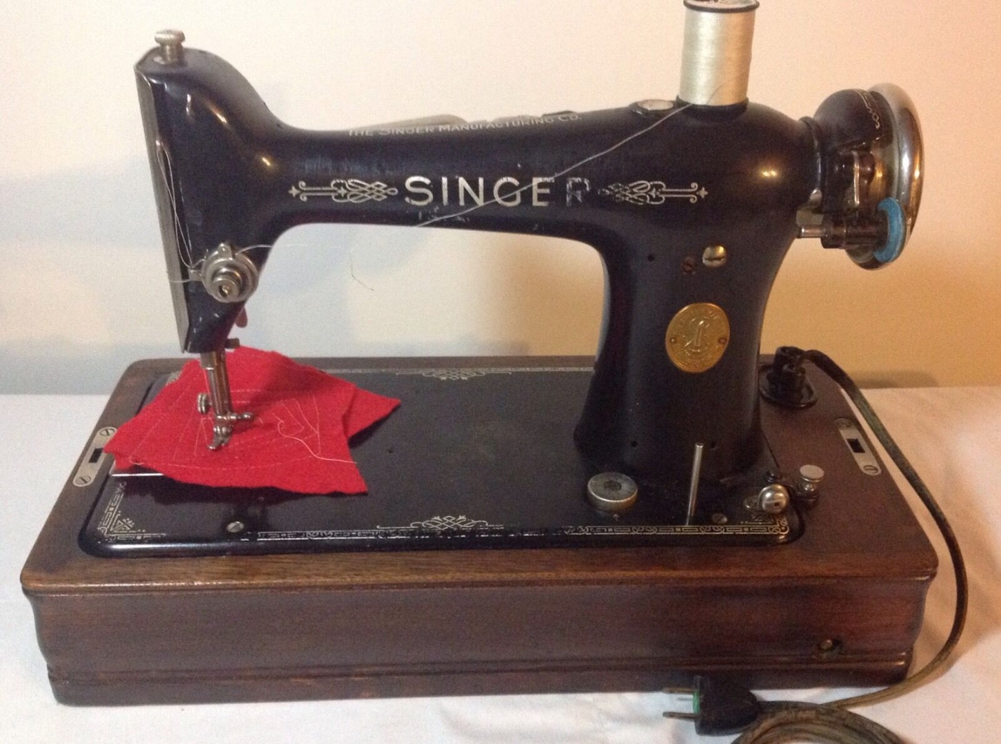 Vintage-Working-Singer-101-4-portable-sewing-machine-with.jpg