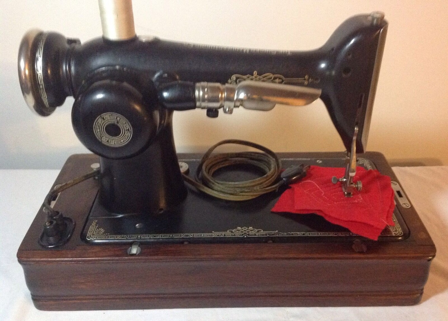 Vintage-Working-Singer-101-4-portable-sewing-machine-with-_57.jpg