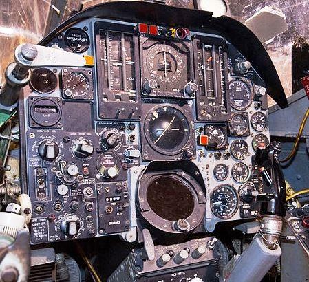 800px-F-105_Thunderchief_-_cockpit.jpg