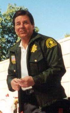 17ebe433d5d31c2427110cc198b1f7b4--kind-person-sheriff.jpg