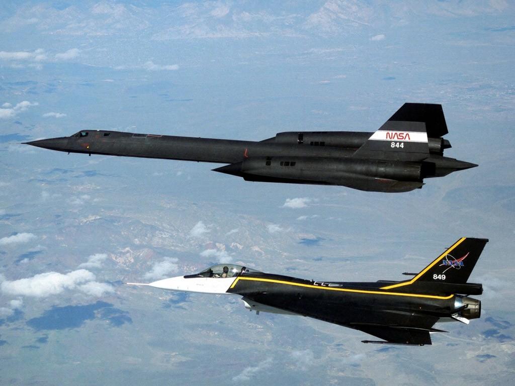 sr-71_blackbird_and_f-16xl.jpg