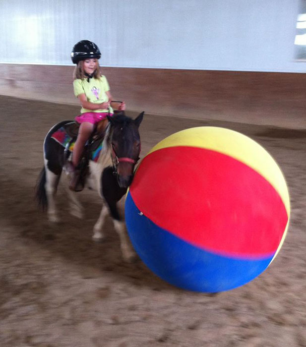 Name: Ariel_ridden_pushing_ball.jpg, Views: 866, Size: 78.75 KB