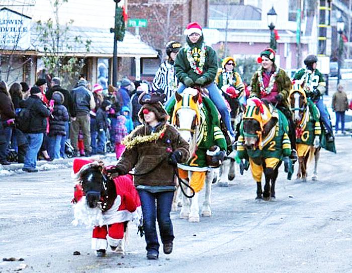 Name: sassy_jurita_christmas_parade.jpg, Views: 273, Size: 172.49 KB