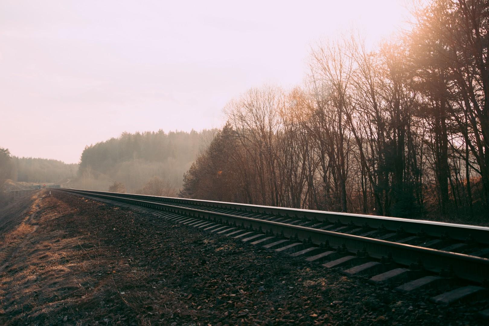 train-rails-photography-673803.jpg