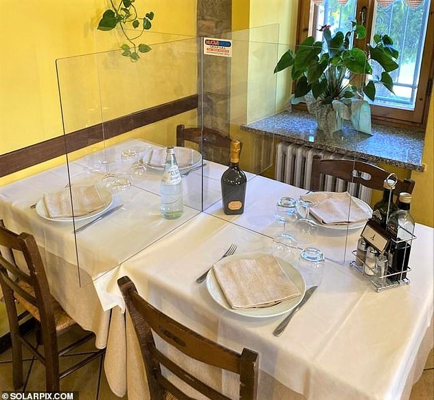 Divider 27236198-8221339-Plexiglass_pictured_in_restaurant_is_hoped_to.jpg