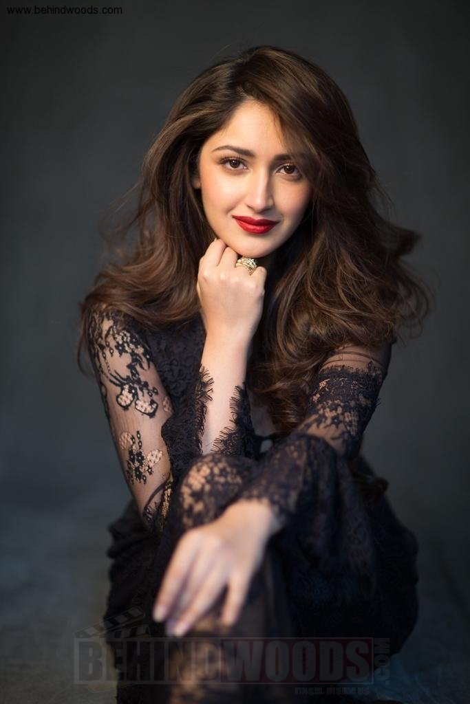 sayesha-saigal-stills-photos-pictures-57.jpg