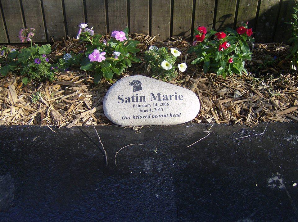 Satins grave.jpg