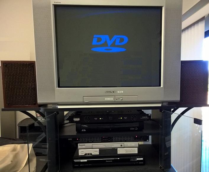 SONY Trinitron TV and Analoge Audio Gear.jpg