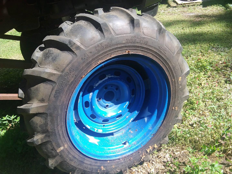 Tractoe tires.jpg